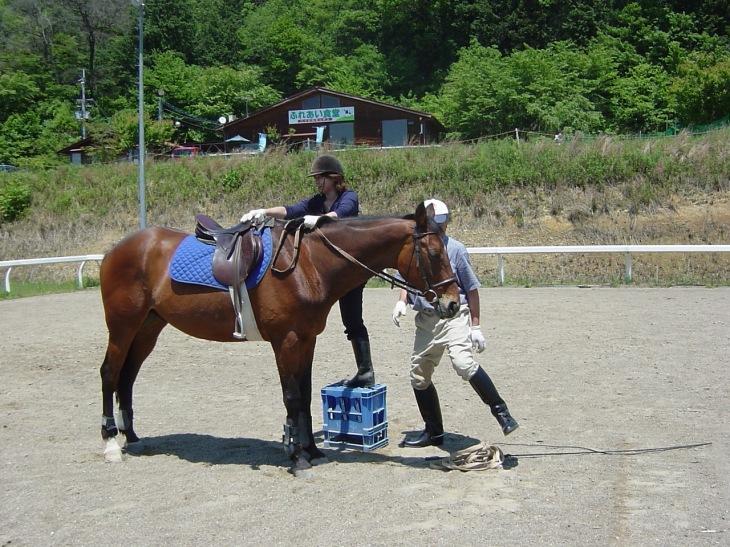 いよいよ乗馬と下馬の練習