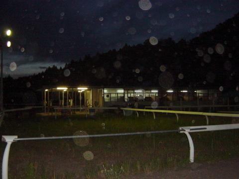 馬房の夜景