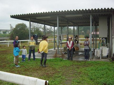 雨の中ご苦労様です、理事長から乗馬のための注意事項のお話