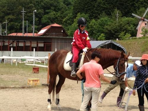 騎乗と下馬の練習、基礎の基礎